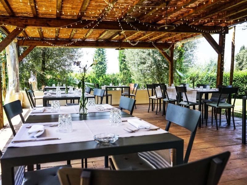 Tenuta Sant'Ilario, il patio esterno del ristorante