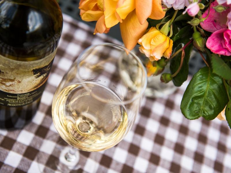 Vino bianco in degustazione da Pietralta, Gambassi Terme